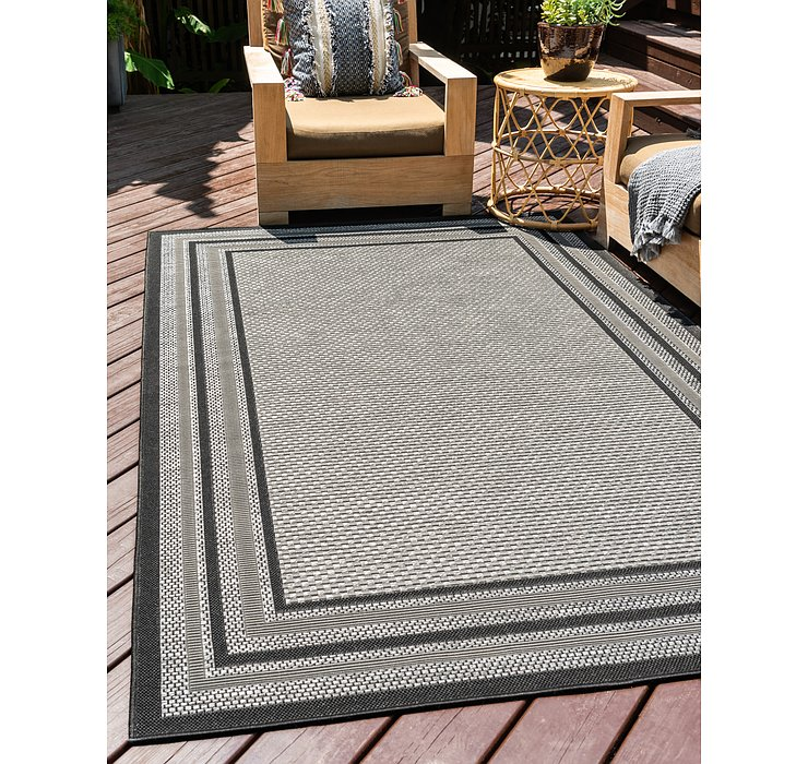 7' x 10' Outdoor Border Rug