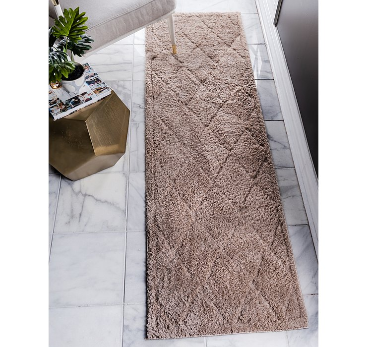 2' 7 x 10' Lattice Shag Runner Rug